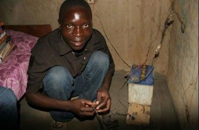 15 годишно момче от Африка добива енергия от вятъра