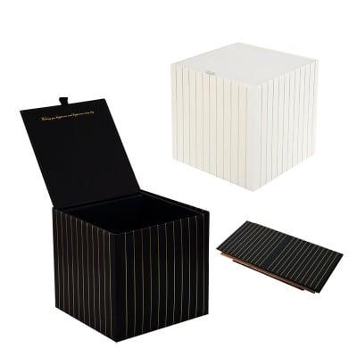 Подаръчна кутия със златна нишка - 19.5 см/19.5 см/18 см