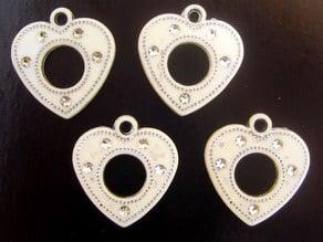 Висулка сърце 26.5x25x3.5 мм дупка 2.5 мм имитация камъчета бяла -10броя ~10 грама