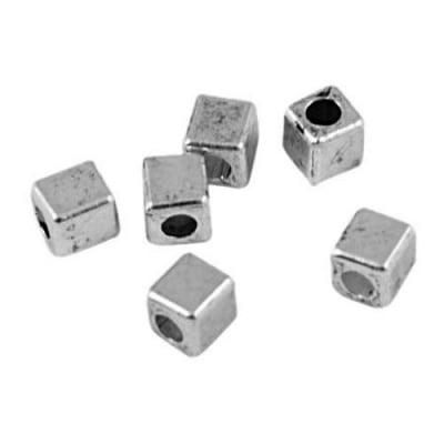 Мънисто метал куб фасетиран 3x3x3 мм дупка 1.5 мм цвят бял -20 броя