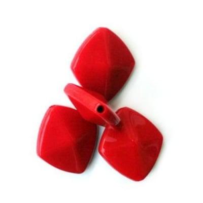 Квадрат с ръб пластмаса 31мм. червен H2 -50гр.