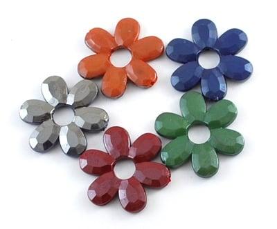 Мъниста плътна с черно UV покритие 33x33x4 мм отвор 2 мм цвете -20 грама