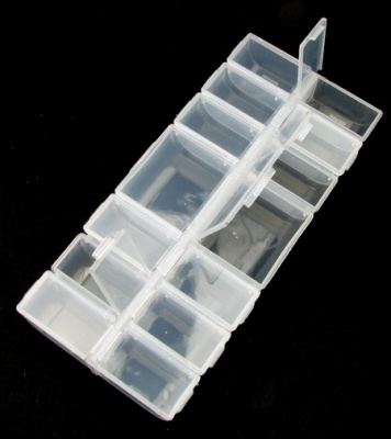 Кутия пластмасова 24x11x3 см с 14 отделения със самостоятелни капаци