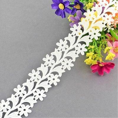 Лента сатен цветя 30 мм бяла -2 метра