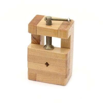 Дървено менгеме 10x6.5x4.5 см отвор 7x6.5 см