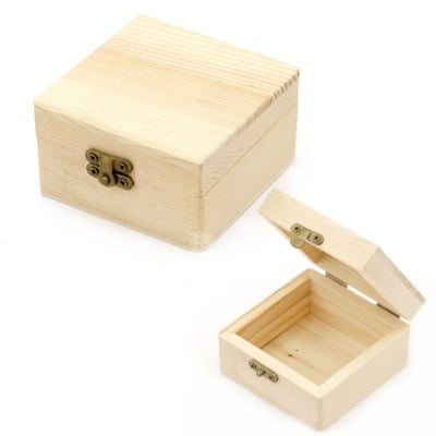 Кутия дървена квадратна 80x80x45 мм метална закопчалка