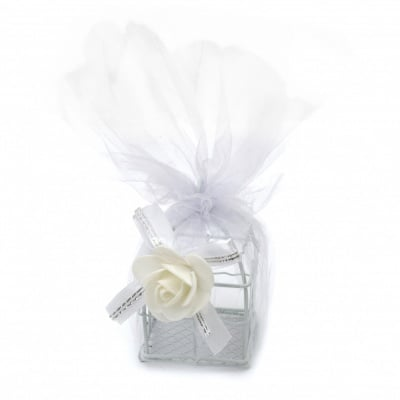 Кутийка метална с тюл и декорация 90x50x50 мм цвят бял