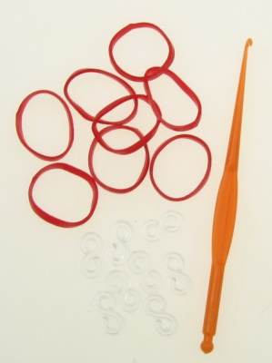 Комплект за плетене на гривни - кука 85 мм ,12 броя S-скоби и ~270 броя ластички 18 мм - червени