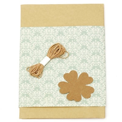 Комплект за опаковане на подарък -крафт хартия 50x70 см, дизайнерска хартия с орнаменти зелена 50x18 см, шнур памук 3 метра, таг детелина -кафяв