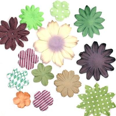 Цветя от хартия релефни от 25 мм до 70 мм асорте цветове - кафяво и зелено -3 гр. приблизително 30 бр.
