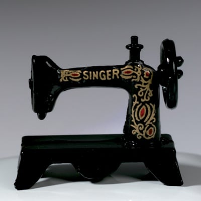 Шевна машина Singer - миниатюра, 3 х 1.5 cm, черна