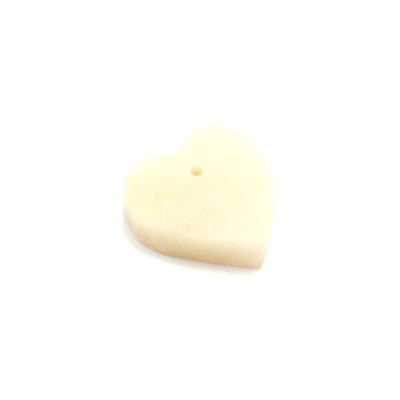 Сапунен камък за изработка на амулет във формата на сърце с отвор, бял