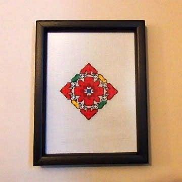 Картина с българска шевица на ленена панама