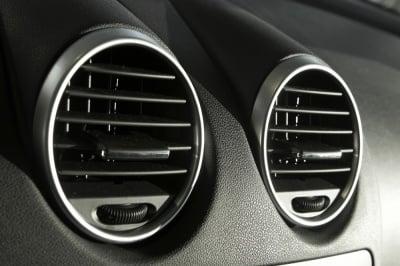 Как да осигурим добра вентилация и климатизация в купето на колата, когато навън е зима