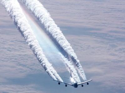 Самолети редовно разпръскват в атмосферата арсен,олово, барий и други вредни химикали!