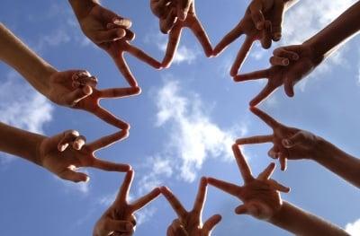 Как да създадете приятелства, използвайки Закона за Привличането