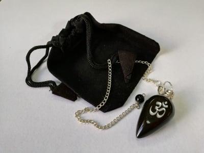 Радиестезично махало от черен ахат с гравиран символ ОМ + подаръчна торбичка