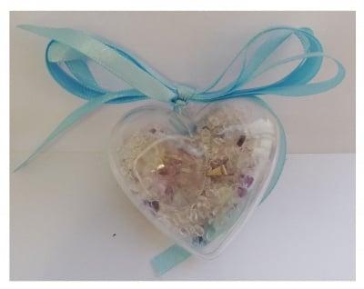 МЕДАЛЬОН ОТ НАТУРАЛЕН ПЛАНИНСКИ КРИСТАЛ - в кутия сърце върху чипс аметист и планински кристал