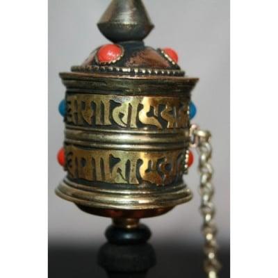 Ом мани падне хум - тибетска молитвена мелничка