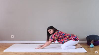Пет йога пози, които можем да практикуваме в леглото
