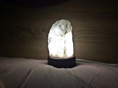 ЛАМПА ОТ ПЛАНИНСКИ КРИСТАЛ + подарък LED крушка, Зен Лайф