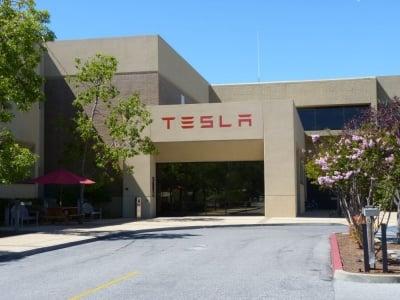 Tesla Motors предвижда да пусне на пазара батерии, които да захранват цели домакинства