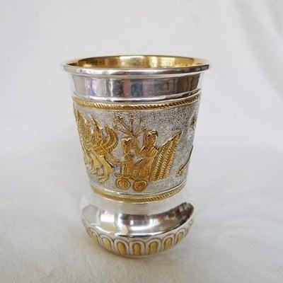 Ръчно кована чаша с пегаси и колесници