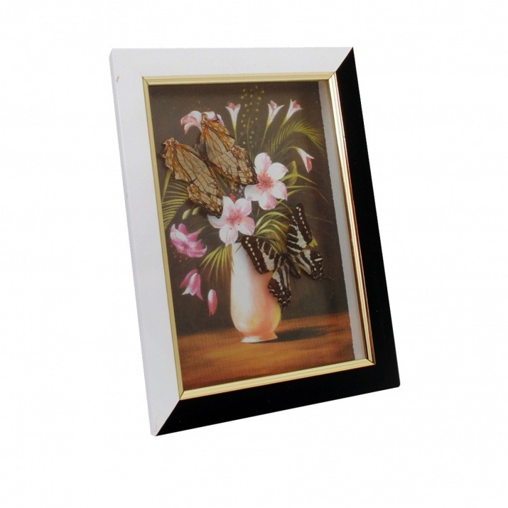 Картина с 2 пеперуди и цветя