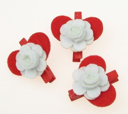 Щипка дървена фигурка филц сърце и роза -3 броя