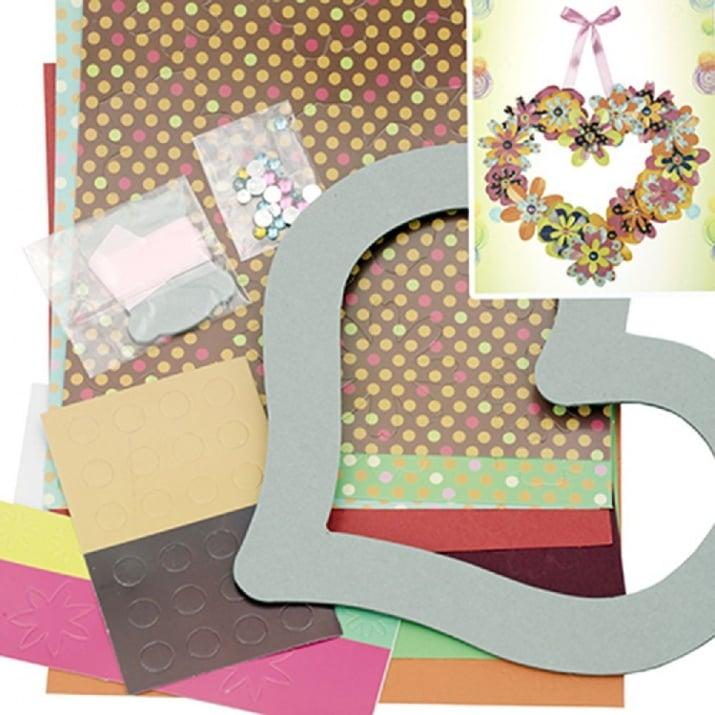 Комплект за направа и декорация на венец от хартиени цветя с форма на сърце