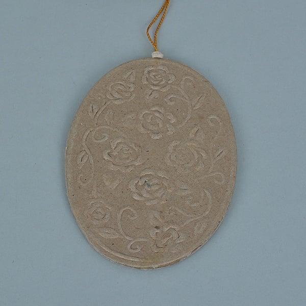 Декоративна висулка от папие маше, овал с орнаменти, 10 x 7 x 0,3 cm