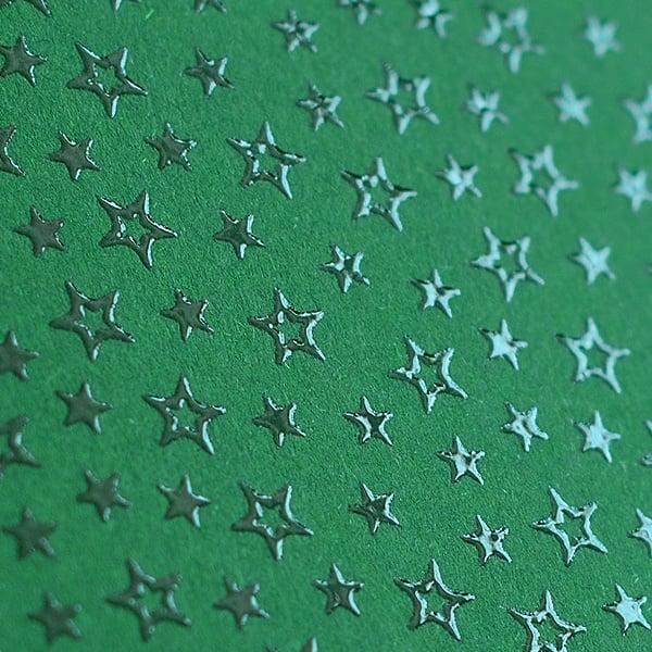 Фото картон с орнаментен лак, 220 g/m2, 47 x 69 cm, 1 лист Фото картон с орнаментен лак, 220 g/m2, 47 x 69 cm, 1л, зелен със звезди
