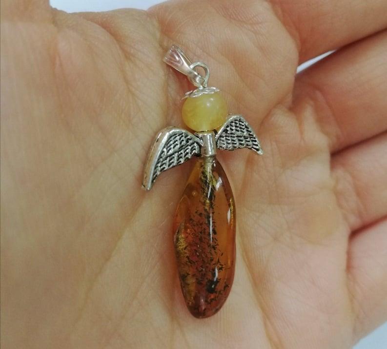 Медальон Ангелче от натурален Кехлибар