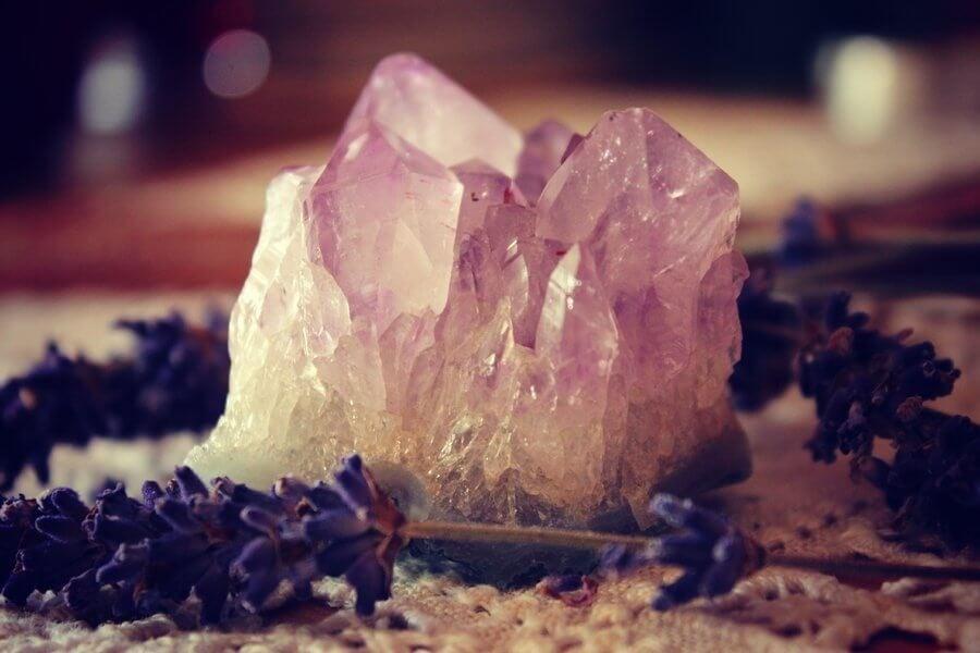 Как да намерите и използвате най-подходящия за вас кристал за изцеление