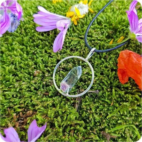 Медальон планински кристал в пръстен