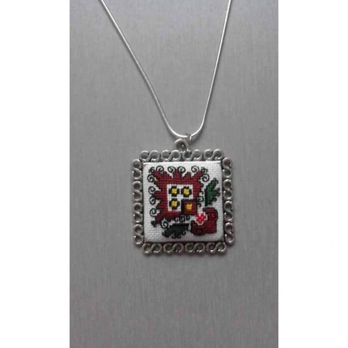 Mедальон с мотиви от Ловеч - бродиран
