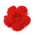 Цвете плетено 40~50x10~15 мм червено