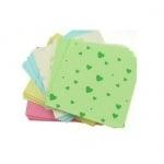 Кубче цветни листи с щампа сърца 6.5x6.5 см 5 цвята за декорация и оригами ~100 броя