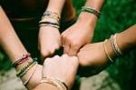 Приятелски жестове, които създават добра карма