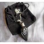 Радиестезично махало от черен ахат с гравиран символ ОМ