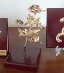 Естествена роза позлатена с 24 карата злато, средна